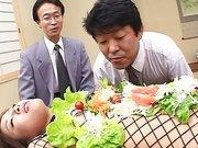 Japaner beim Fetisch für Lebensmittel