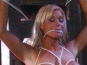 Bondage Sex auf dem Bauernhof